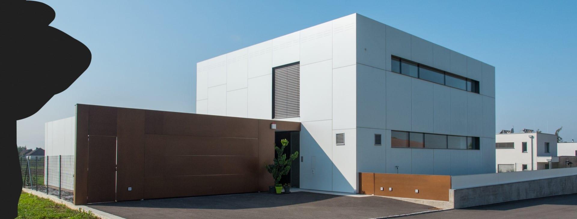Moderner, quadratischer Neubau mit Flachdach