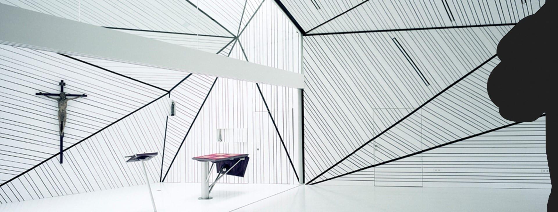 Weiße Wandverkleidung mit Polygonen